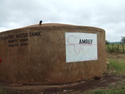 Stor vattentank gjuten i betong
