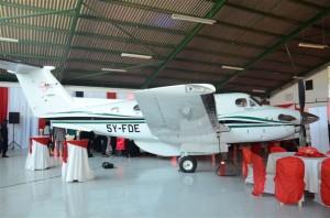 Planet på plats i Flying Doctors hangar
